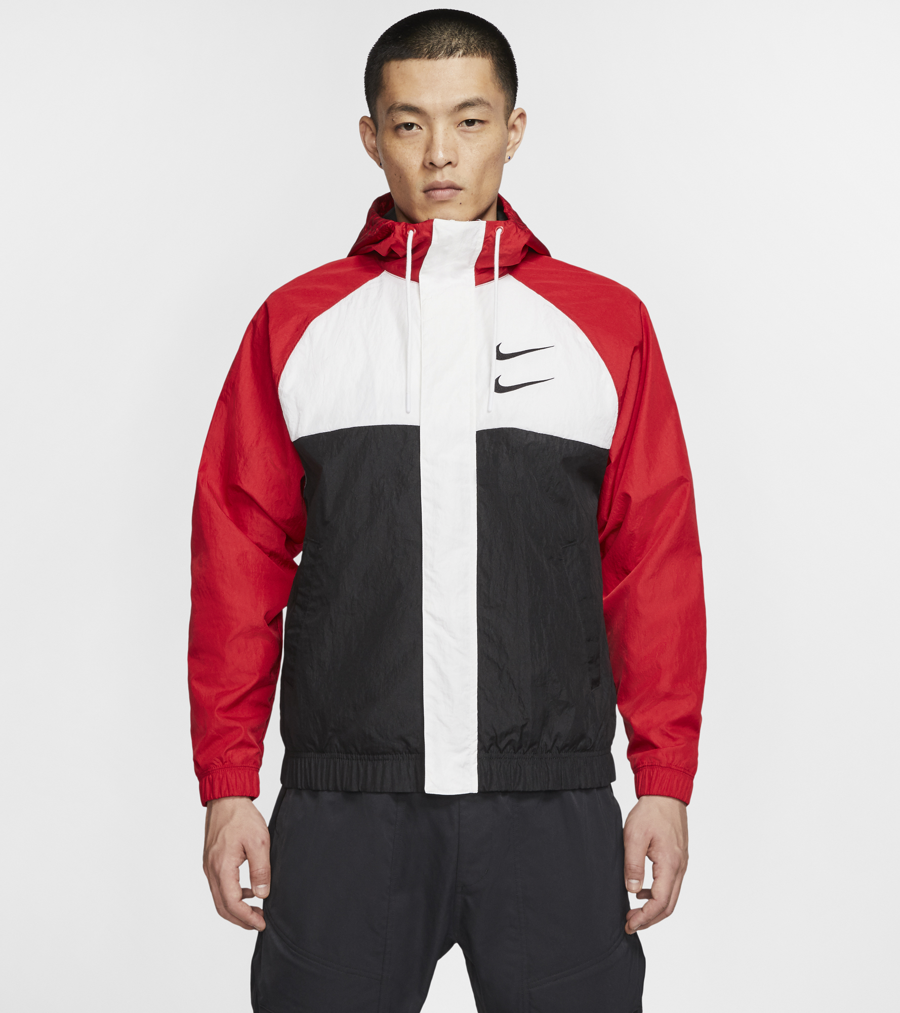цена Nike Ветровка мужская Nike Sportswear Swoosh, размер 50-52 онлайн в 2017 году