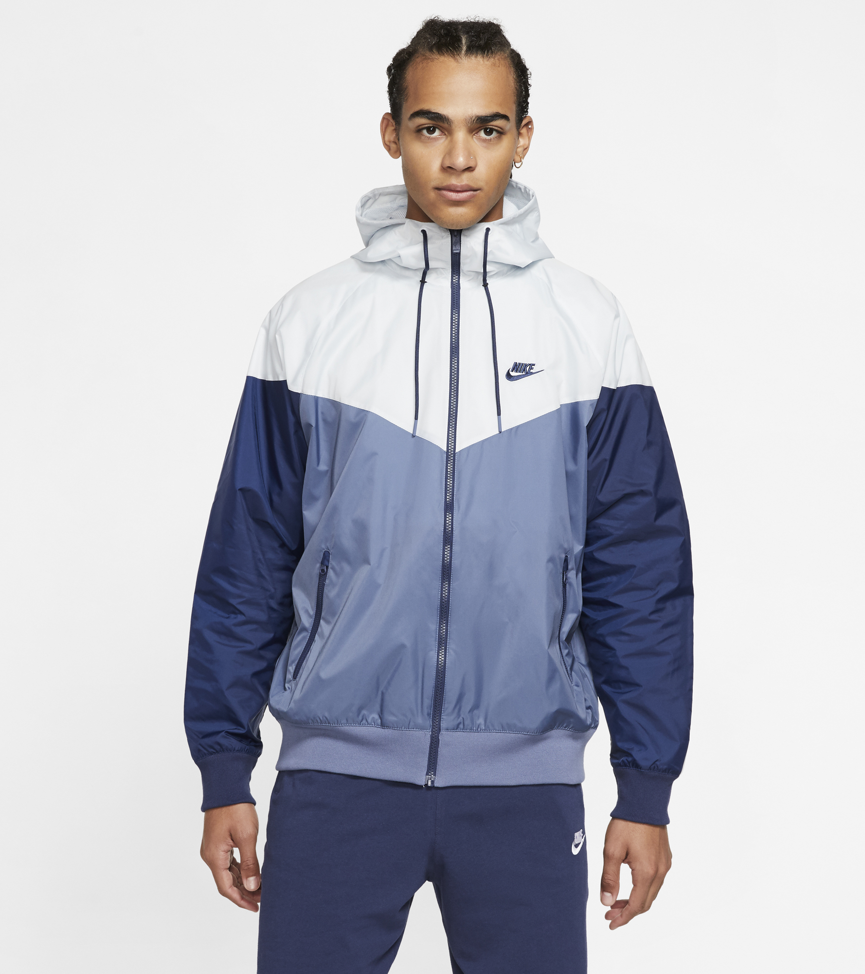 цена Nike Ветровка мужская Nike Sportswear Windrunner, размер 46-48 онлайн в 2017 году