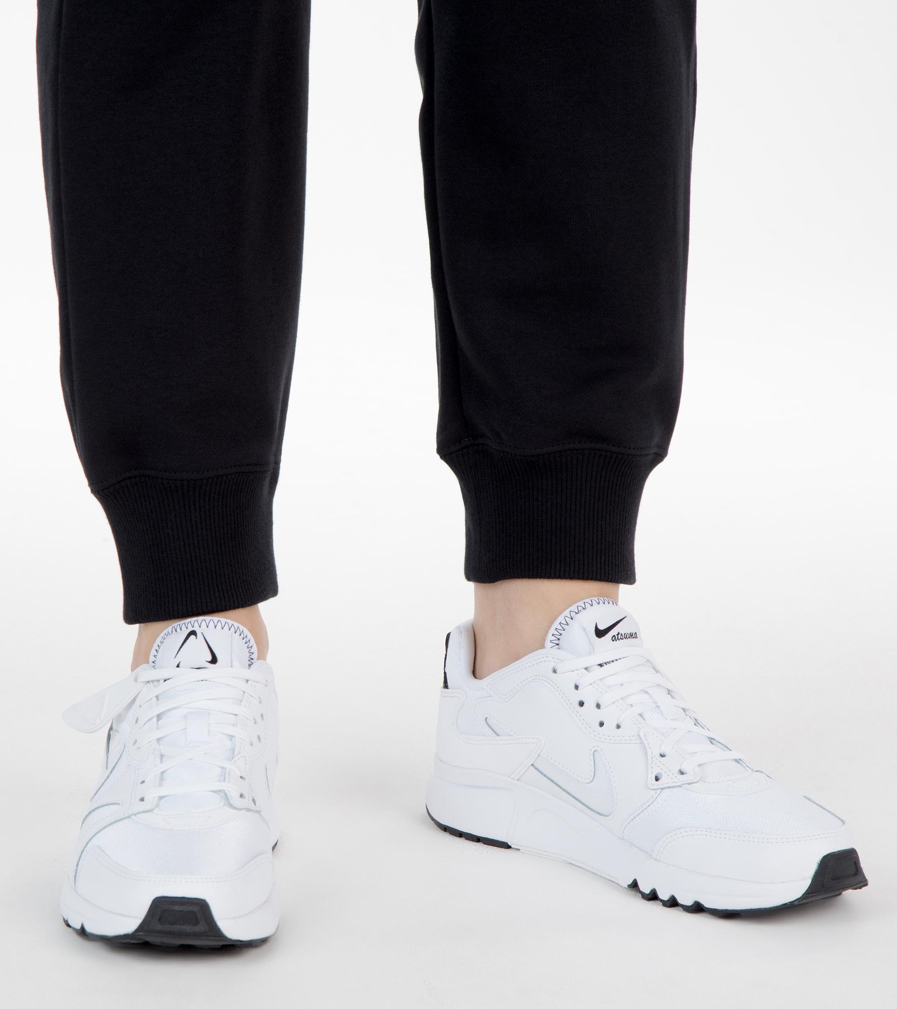 Nike Кроссовки женские Nike Atsuma, размер 37,5