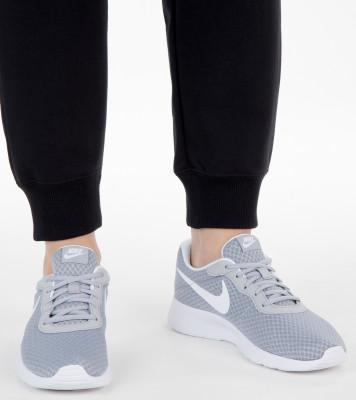 Кроссовки женские Nike Tanjun, размер 37,5