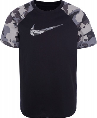 Футболка для мальчиков Nike Sportswear, размер 147-158Футболки и майки<br>Для яркого образа в спортивном стиле - детская футболка от nike. Натуральные материалы модель выполнена из мягкого воздухопроницаемого хлопка.