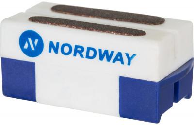 Приспособление для заточки коньков NordwayХоккейный аксессуар от nordway предназначен для заточки и правки лезвий коньков. Заточка подходит для любых коньков и эффективно снимает ржавчину с лезвий.<br>Вес, кг: 0,045 кг; Материалы: 60 % пластик, 40 % точильный камень; Производитель: Nordway; Вид спорта: Хоккей; Артикул производителя: SHARP-00; Страна производства: Китай; Размер RU: Без размера;