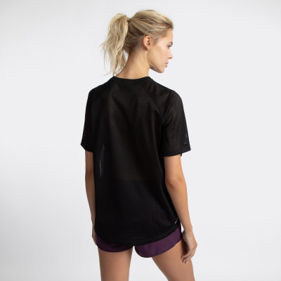 Фото 9 - Футболку женская Demix, размер 44 черного цвета