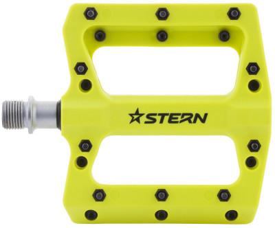 Педали SternПедали stern подойдут продвинутым велосипедистам особенности модели широкая пластиковая платформа с выступающими шипами обеспечивает качественное сцепление обуви с педалями;<br>Размеры (дл х шир х выс), см: 12,2 х 10,5 х 1,7; Вид спорта: Велоспорт; Материалы: Пластик; Производитель: Stern; Артикул производителя: CPED-F2GR; Страна производства: Тайвань; Размер RU: Без размера;