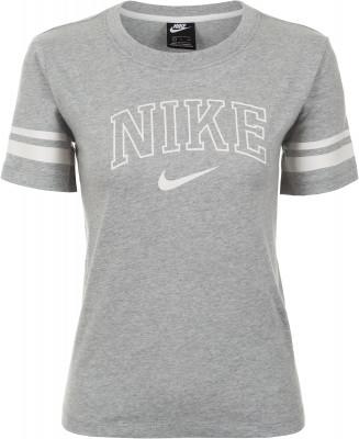 Футболка женская Nike Sportswear, размер 46-48Футболки<br>Заверши свой образ футболкой в классическом университетском стиле от nike. Натуральные материалы натуральный хлопок делает ткань мягкой и воздухопроницаемой.