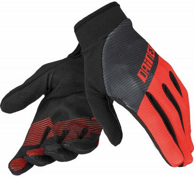 Велосипедные перчатки Dainese Guanto Rock Solid-СДлиннопалые перчатки предназначены для катания на велосипеде в прохладную погоду. Верхняя часть перчатки сделана из эластичной воздухопроницаемой ткани, украшенной графикой.<br>Материал верха: Полиэстер; Материал подкладки: Эластан; Тип фиксации: Липучка; Производитель: Dainese; Артикул производителя: 3819264-573; Страна производства: Вьетнам; Размер RU: 7;