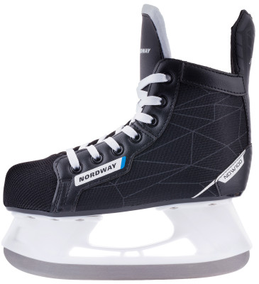 Коньки хоккейные детские Nordway NDW100Детская модель коньков начального уровня подходит для ребят, которые хотят освоить азы хоккея.<br>Вес, кг: 1,11; Материал ботинка: Износостойкий нейлон, искусственная кожа; Материал подкладки: Вельвет; Материал лезвия: Нержавеющая сталь; Тип фиксации: Шнурки; Поддержка голеностопа: Есть; Ударопрочный мыс: Да; Морозоустойчивый стакан: Да; Материал подошвы: Пластик; Заводская заточка: Да; Сезон: 2017; Пол: Мужской; Возраст: Дети; Вид спорта: Хоккей; Уровень подготовки: Начинающий; Технологии: Solid Blade; Производитель: Nordway; Артикул производителя: HS07J-9936; Срок гарантии: 2 года; Страна производства: Китай; Размер RU: 36;
