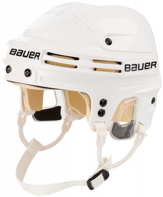 Шлем хоккейный Bauer 4500Популярный хоккейный шлем от bauer. Модель рассчитана на широкий круг любителей хоккея. Степень защиты и характеристики шлема подойдут для игры в хоккей экспертного уровня.<br>Пол: Мужской; Возраст: Взрослые; Вид спорта: Хоккей; Уровень подготовки: Эксперт; Материал подкладки: Пена двойной плотности; Конструкция: Hard shell; Регулировка размера: Да; Тип регулировки размера: С помощью клипс; Материал внешней раковины: Ударопрочный пластик; Материал корпуса: Ударопрочный пластик; Материал внутренней раковины: Пена; Материалы: Пластик, пена двойной плотности.; Сертификация: CSA, HECC, CE.; Вентиляция: Принудительная; Вес, кг: 0,5; Производитель: Bauer; Артикул производителя: 1032712-WHT; Срок гарантии: 1 год; Страна производства: Таиланд; Размер RU: 55-59;