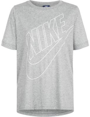 Футболка женская Nike SportswearЖенская футболка в спортивном стиле от nike. Уникальный дизайн спереди расположен фирменный логотип nike.<br>Пол: Женский; Возраст: Взрослые; Вид спорта: Спортивный стиль; Покрой: Прямой; Материалы: 50 % полиэстер, 25 % хлопок, 25 % район; Производитель: Nike; Артикул производителя: 872120-063; Страна производства: Камбоджа; Размер RU: 46;