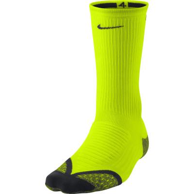 Носки Nike Elite Cushioned Crew, 1 параНоски nike elite cushioned crew - оптимальный вариант для бега. Отведение влаги ткань nike dri-fit отводит влагу от кожи.<br>Пол: Мужской; Возраст: Взрослые; Вид спорта: Бег; Материалы: 56% нейлон, 41% полиэстер, 3% эластан; Технологии: Nike Dri-FIT; Производитель: Nike; Артикул производителя: SX4851-710; Страна производства: Израиль; Размер RU: 40,5-43;
