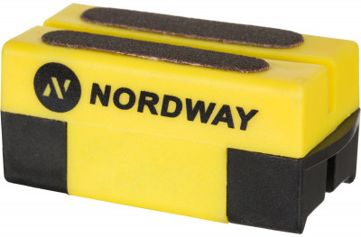 Приспособление для заточки коньков NordwayХоккейный аксессуар от nordway предназначен для заточки и правки лезвий коньков. Заточка подходит для любых коньков и эффективно снимает ржавчину с лезвий.<br>Вес, кг: 0,045 кг; Материалы: 60 % пластик, 40 % точильный камень; Производитель: Nordway; Вид спорта: Хоккей; Артикул производителя: SHARP-99; Страна производства: Китай; Размер RU: Без размера;