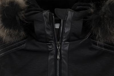 Фото 6 - Куртку утепленная женская Descente Cicily, размер 42 черного цвета