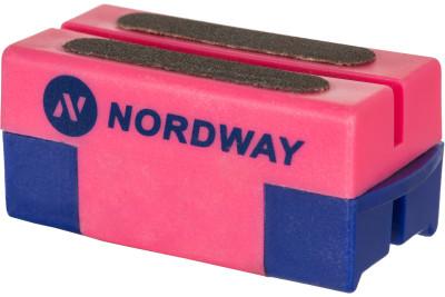 Приспособление для заточки коньков NordwayХоккейный аксессуар от nordway предназначен для заточки и правки лезвий коньков. Заточка подходит для любых коньков и эффективно снимает ржавчину с лезвий.<br>Вес, кг: 0,045 кг; Материалы: 60 % пластик, 40 % точильный камень; Производитель: Nordway; Вид спорта: Хоккей; Артикул производителя: SHARP-80; Страна производства: Китай; Размер RU: Без размера;