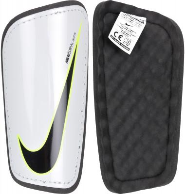 Щитки футбольные Nike Mercurial HardshellФутбольные щитки от nike. Анатомическая конструкция анатомическая форма щитков для левой и правой ноги обеспечивает максимальное удобство во время игр и тренировок.<br>Материал верха: 70 % полипропилен, 30 % этиленвинилацетат; Вид спорта: Футбол; Тип фиксации: Липучка; Артикул производителя: SP2101-100; Производитель: Nike; Страна производства: Китай; Размер RU: L;