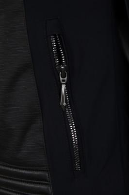 Фото 4 - Куртку утепленная женская Descente Cicily, размер 42 черного цвета