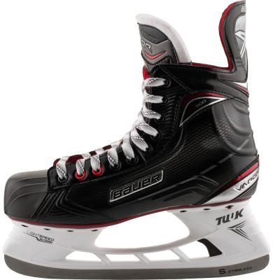 Коньки хоккейные Bauer S17 Vapor X500Хоккейные коньки от bauer линии vapor. Модель рассчитана на широкий круг любителей хоккея.<br>Раздвижной ботинок: Нет; Термоформируемый ботинок: Да; Материал ботинка: Армированный технический PU; Материал подкладки: Влага впитывающий microfiber; Материал лезвия: Нержавеющая сталь; Анатомический ботинок: Нет; Широкая колодка: Нет; Тип фиксации: Шнурки; Усиленный ботинок: Нет; Поддержка голеностопа: Есть; Ударопрочный мыс: Да; Морозоустойчивый стакан: Да; Анатомическая стелька: Есть; Усиленный язык: Есть; Анатомические вкладыши: Есть; Съемный внутренний ботинок: Нет; Материал подошвы: Облегченный жесткий пластик TPU без сублимации; Заводская заточка: Нет; Утепленный ботинок: Нет; Пол: Мужской; Возраст: Взрослые; Вид спорта: Хоккей; Уровень подготовки: Средний; Технологии: 3-D Trueform tech PU, Hydrophobic microfiber, TUUK LIGHTSPEED EDGE, anatomical heel support; Производитель: Bauer; Артикул производителя: 1050568; Срок гарантии: 3 года; Страна производства: Китай; Размер RU: 39;
